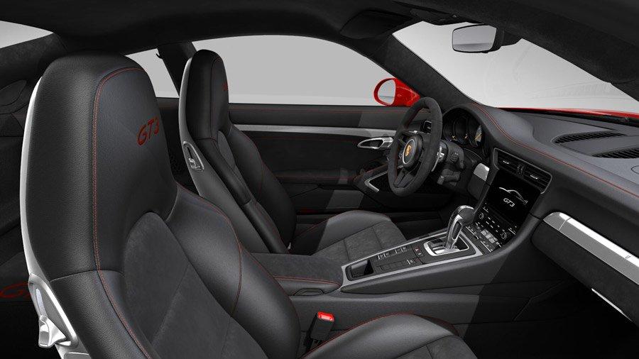 interieur cuir et alcantara en option avec coutures rouge contrastantes porsche 911 gt3 2017