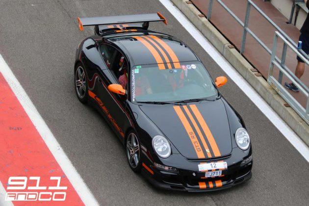 porsche-911-997-gt3-rs-noir-intense-bandes-orange-fusion-02-circuit-spa-francorchamps-days