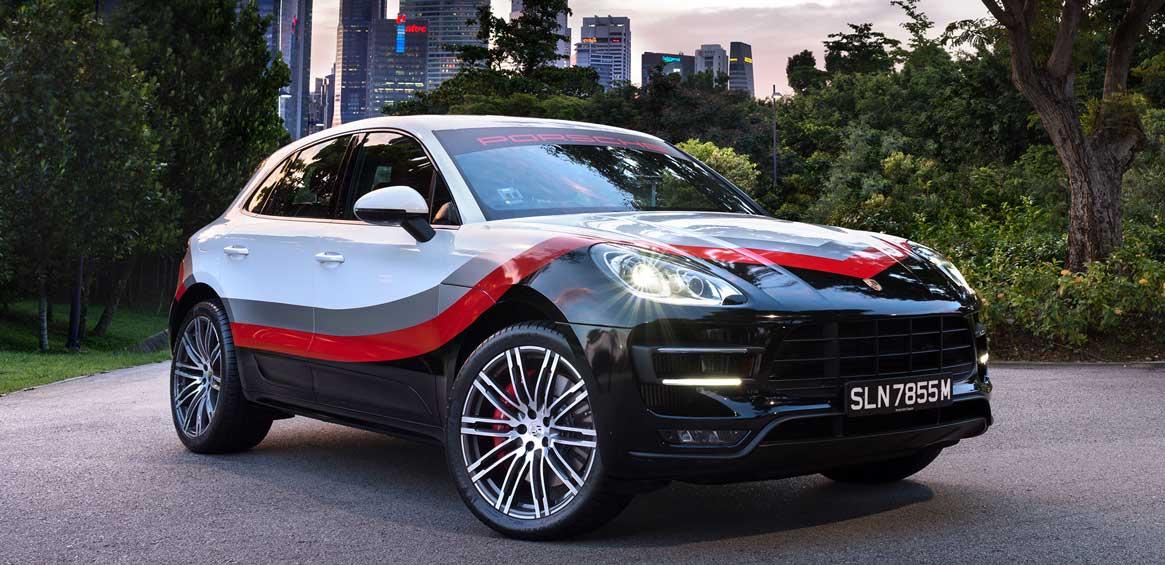 porsche macan turbo avec pack performance look motorsport pour l 39 asie. Black Bedroom Furniture Sets. Home Design Ideas