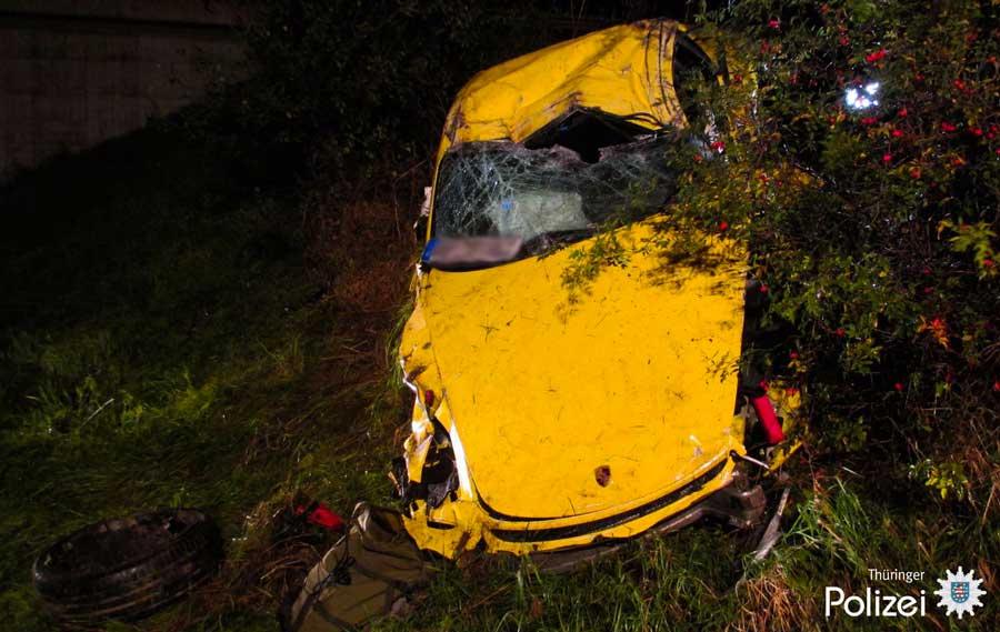 Joyeux anniversaire Yves (Re135) Porsche-cayman-gt4-accident-02