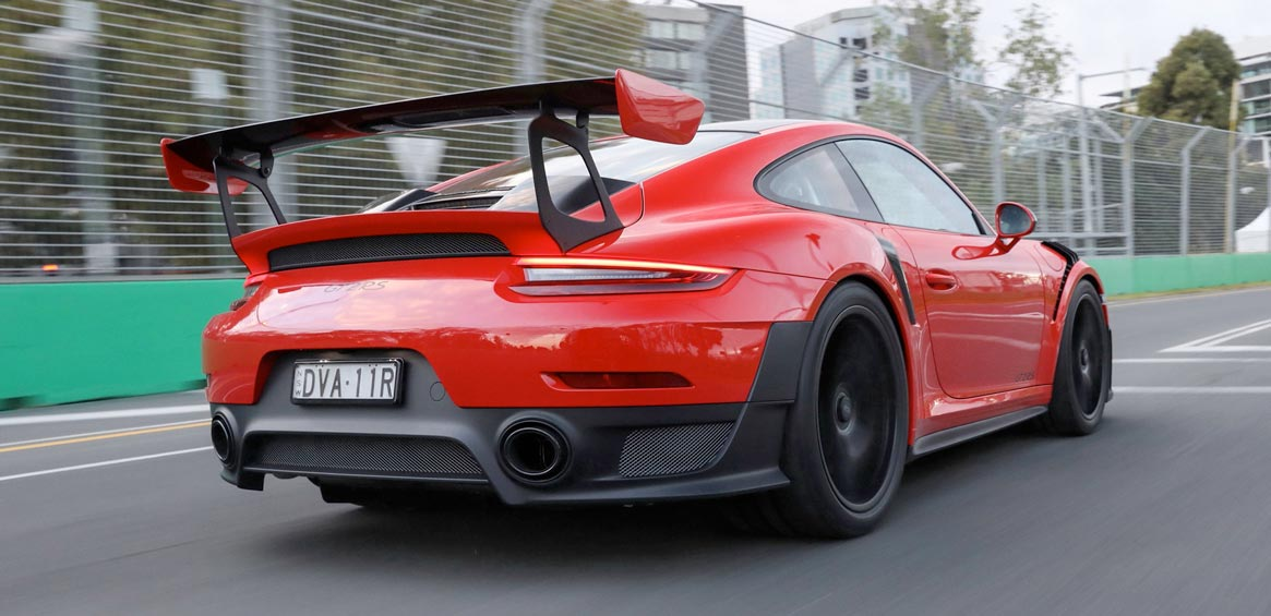 mark webber pilote une 911 gt2 rs pour le grand prix de f1 d 39 australie. Black Bedroom Furniture Sets. Home Design Ideas