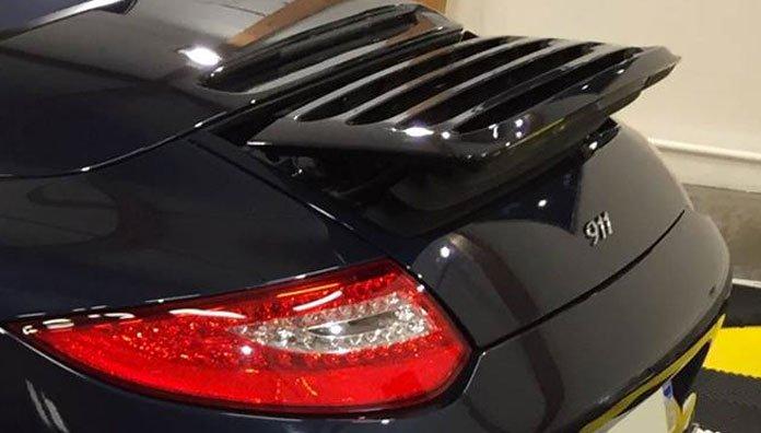 nettoyage becquet arrière Porsche Swissvax