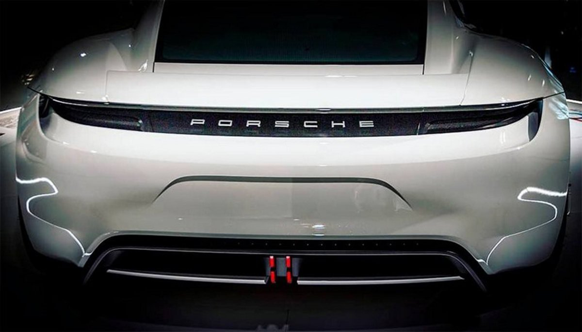 2021 - [Peugeot] 308 III [P51/P52] - Page 30 Porsche_taycan_arriere