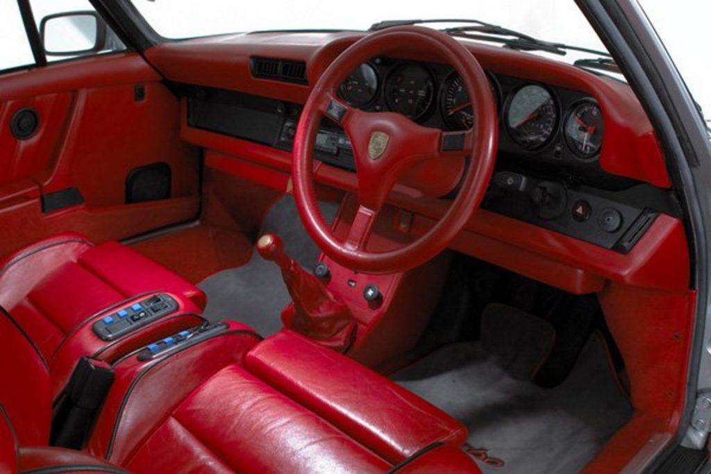 28 interieur rouge slantnose
